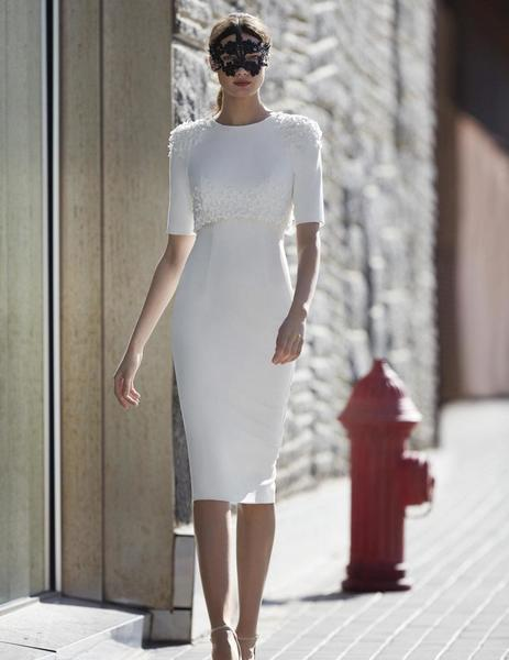 54e56c2f9f1c Vestido corto entallado en blanco